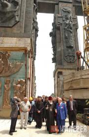 Осмотр монумента «История Грузии» совместно с Католикос-Патриархом всея Грузии