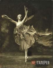 Анна Павлова в сольной балетной вариации «Стрекоза»