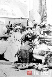 В.С. Мамонтова и О.Н. Алябьева в павильоне Крайнего Севера на Нижегородской выст