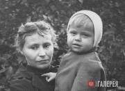 А.Г. Пологова с сыном Алешей. Июль 1956
