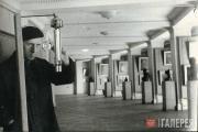 Реставратор М.А.Александровский на выставке «Русская реалистическая живопись» в