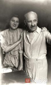 И.К. Крайтор с сестрой А.К. Крайтор. 1947