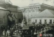 В день открытия Галереи после реэвакуации.  17 мая 1945