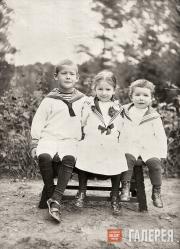Юрий, Елизавета и Сергей (справа) – дети А.Д. и В.С. Самариных. Август 1910