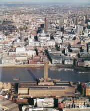 Вид на галерею Тейт Модерн и собор Св. Павла