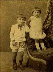 Николай и Анастасия, внуки художника. Фотография Пржилуского. 1889