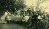Л.Н. Толстой с родными и знакомыми, среди которых художник Н.Н. Ге. Ясная Поляна
