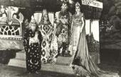 Исполнители главных ролей в костюмах, созданных к постановке оперы «Золотой пету