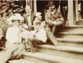 В имении Теляковских Отрадное. К.А.Коровин – справа. Фотография. 1900-е