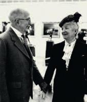 Стерлинг и Франсин Кларк в день открытия музея. Фотография. Май 1955