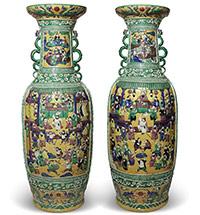 Парные китайские вазы С СЮЖЕТАМИ ИЗ РОМАНА ШИ НАЙАНЯ «РЕЧНЫЕ ЗАВОДИ»